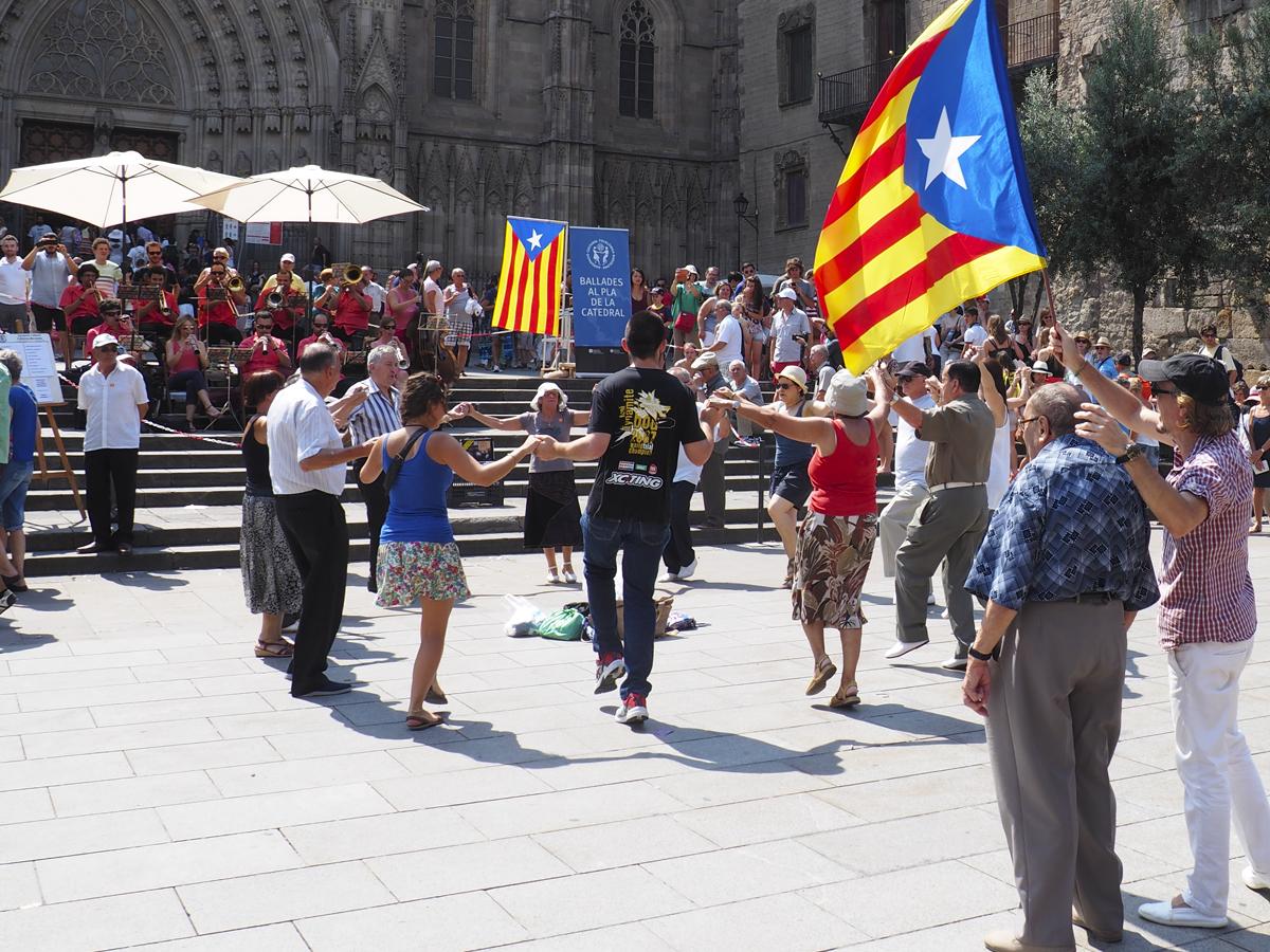 Sardanas catedral de Barcelona - Tradición