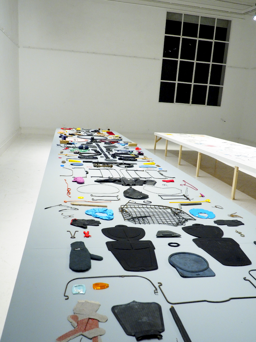 Mesa de objetos perdidos (Street Print by Anne Fabricius Møller)