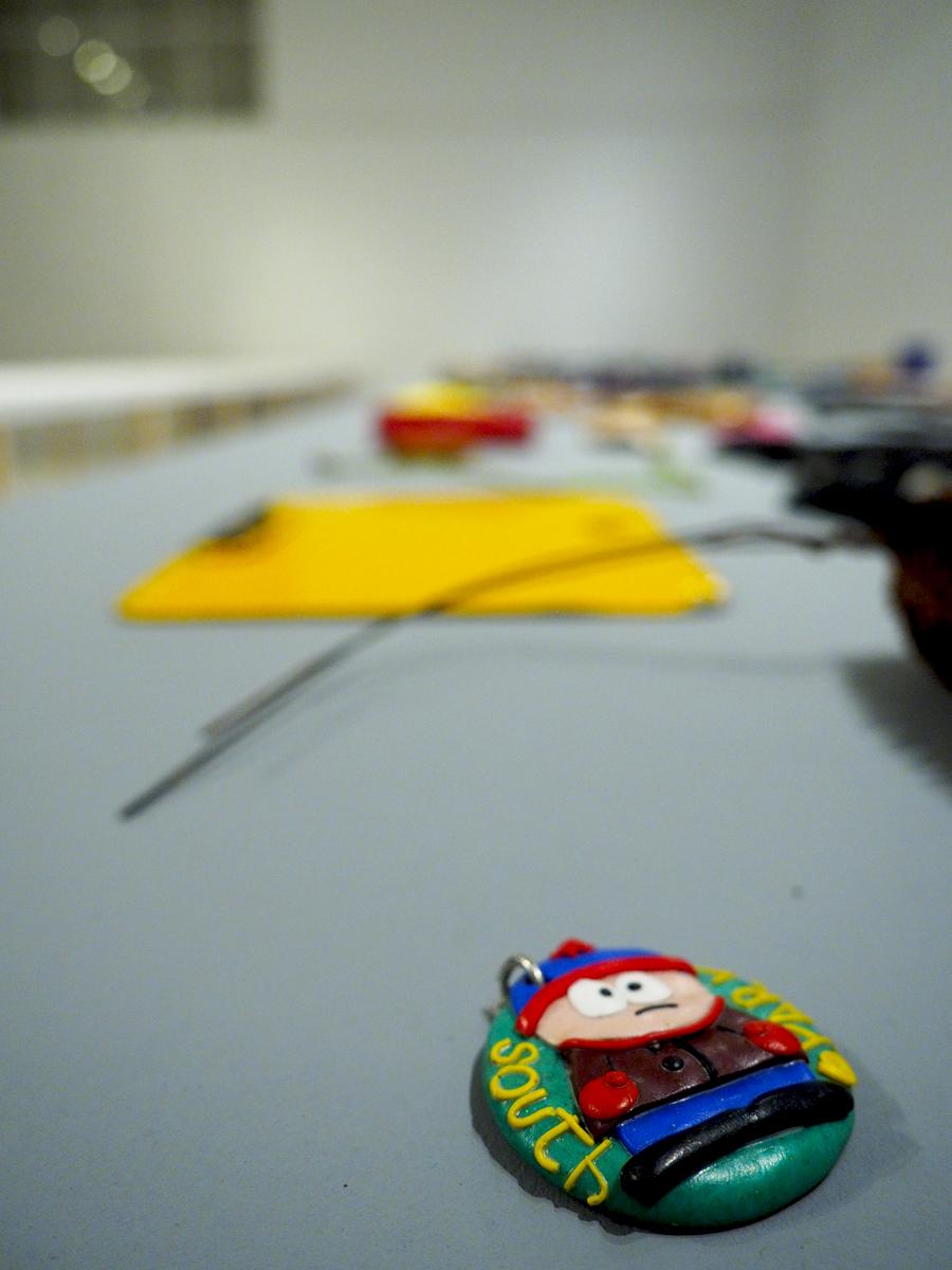 Stan, de South Park, en medio de los objetos (Street Print by Anne Fabricius Møller)