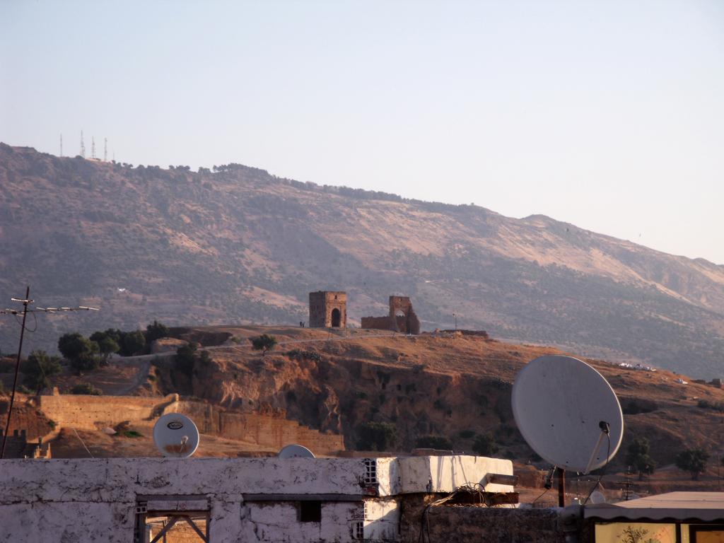 Tumbas Meriníes de Fez desde el Riad