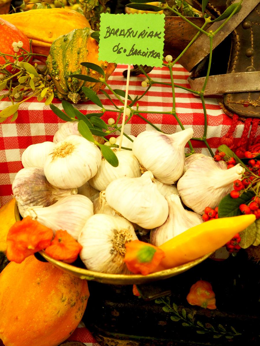 Ajos de los puestos de frutas y verduras - Feria de Gabon Zahar 2014