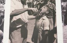 El barri perdut - Refresc per a infants a la plaça Nova (Sáenz Guerrero, 1955)